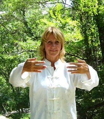 Samedi 18 mars <br /> Nelly Mantoux donnera un atelier consacré aux pratiques énergétiques féminines particulièrement intéressant qui vous apportera un grand bien être, en éveillant l'énergie vitale dans le corps, en renforçant la stabilité, en apaisant l'esprit et en ouvrant le cœur.<br />Dans cet atelier vous vous entraînerez à vous connecter facilement à vos qualités féminines et à les développer. <br />Pratiquer ainsi, entre femmes, dans un climat de douceur et de bienveillance est un moment rare et privilégié, c'est pourquoi il est ouvert aux participantes avancées de notre association ainsi qu'aux femmes désirant découvrir ces merveilleuses pratiques.<br />En savoir plus: http://nellymantoux.com/<br /><br />Résevé aux femmes. Proposé par l'association Avec (https://www.associationavec.net)<br />De 14 heures à 16 heures 30<br />Tenue souple<br />Centre Alfred de Vigny , 24 avenue du Lycée Voisins le Bretonneux<br />Participation : 12 euros adhérentes association AVEC<br />                       15 euros  non adhérentes association AVEC