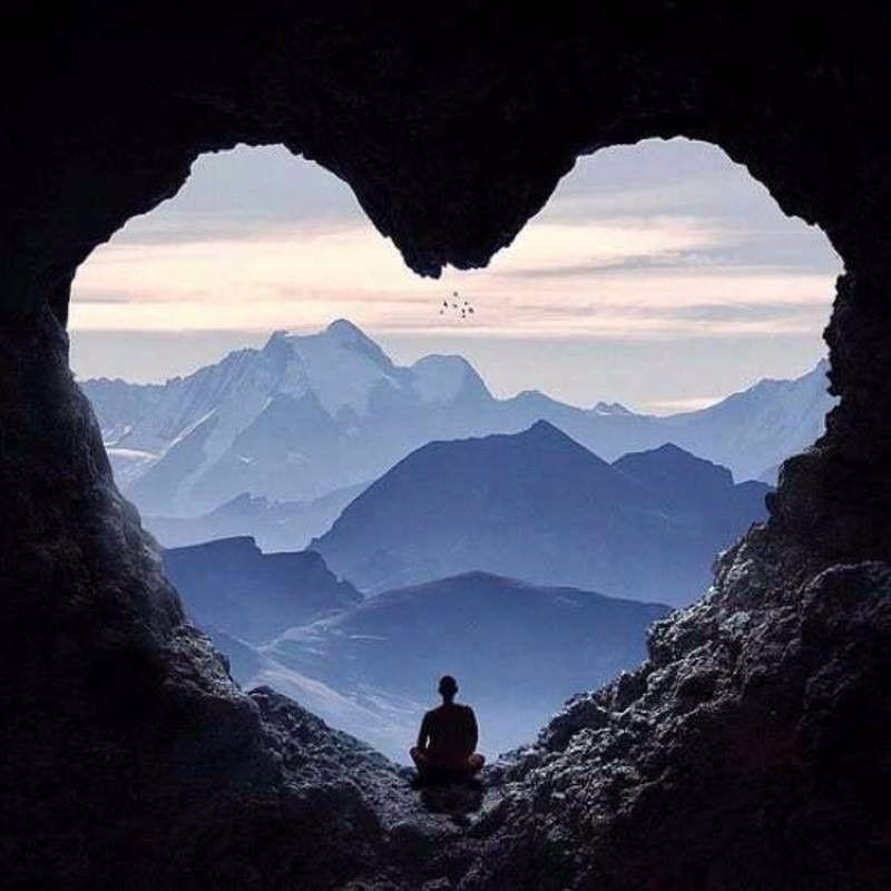 Séance de : Méditation Pleine Conscience.<br />La méditation est un exercice qui nous aide à ramener notre intention à l'intérieur.<br />L'extérieur étant moins parasitant, nous pouvons faire l'expérience d'être pleinement conscient de ce qui se passe dans le moment présent. Alors, s'établit une harmonie entre notre corps et notre esprit ce qui procure une détente profonde.<br />Cette séance est une occasion de s'exercer à être présent à nos pensées, à nos émotions et comment trouver simplement la paix intérieure tout en restant disponible à ce qui nous entoure.<br />Lundi 4 décembre de 19 heures à 20 heures<br />Maison des associations